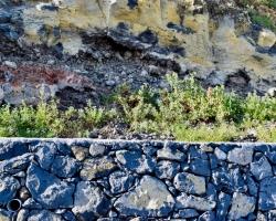 Samma material i mur som i berg