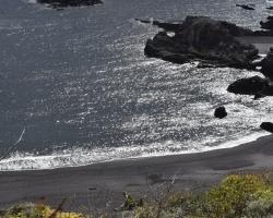 Sista dagen. Vi tittar på hav och svart sand