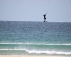 Här på Tarifas stränder ger sig surfarna ut. Vassa är de!