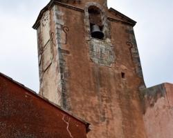 Och i färgen på tornets vägg