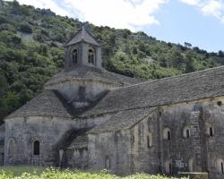 Som det här klostret som vi såg endast på avstånd. Vad det hette? Ingen aning. Men vackert var det.