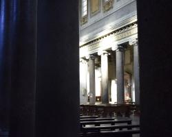 Rom är fullt av vackra kyrkor. Vi har tur med ljuset. Nästan gudalikt.