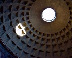 Här har vi Pantheon och hålet rakt upp i himmelen