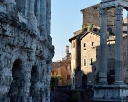 Ja, man går runt och ser ruiner från romartiden, typ överallt