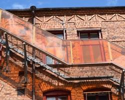 Man använder de gamla fabriksbyggnaderna på snyggt sätt i Norrköping
